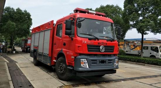 新款东风6吨水罐消防车